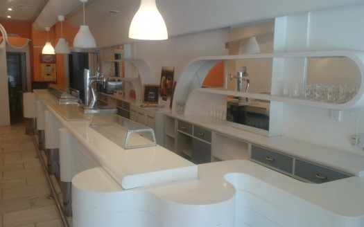 Excelente Bar en alquiler totalmente equipado con opción de terraza