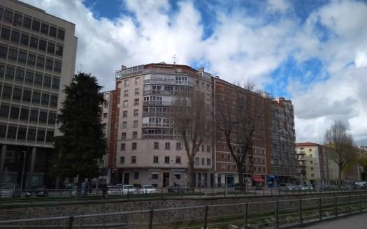 Piso en venta para reformar en pleno Centro de Burgos