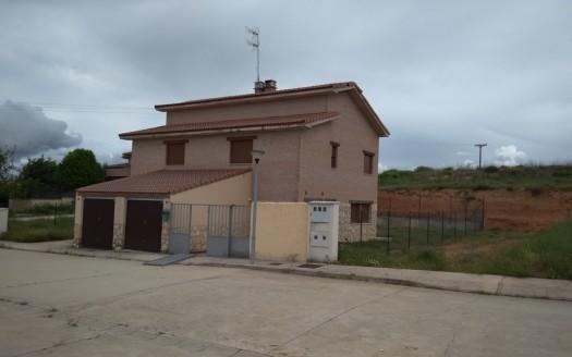 Pareado en Venta con jardín en Cogollos, Burgos, ¡Oportunidad Bancaria!