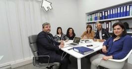 El equipo de Actívox gestiona una cartera de 300 pisos en alquiler. - ISRAEL L. MURILLO